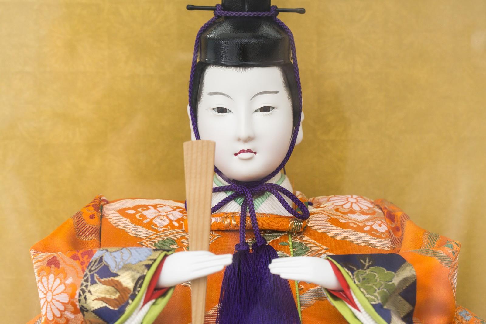 夢で見た日本人形を運ぶお婆さん!不思議な怪奇夢