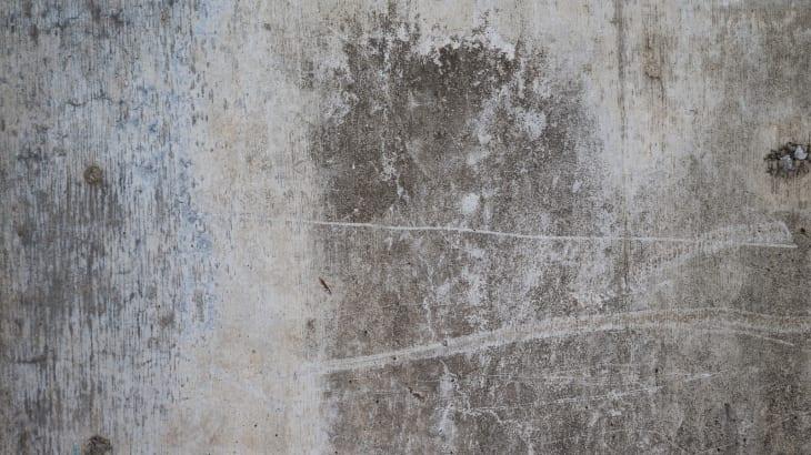 壁に現れたシミの心霊現象
