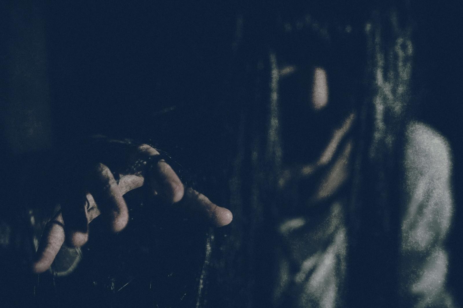 子供を抱いた女性の幽霊の実話