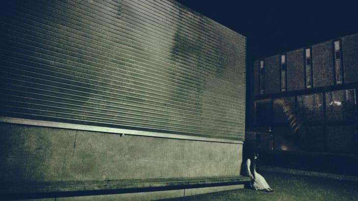 幽霊が現れる