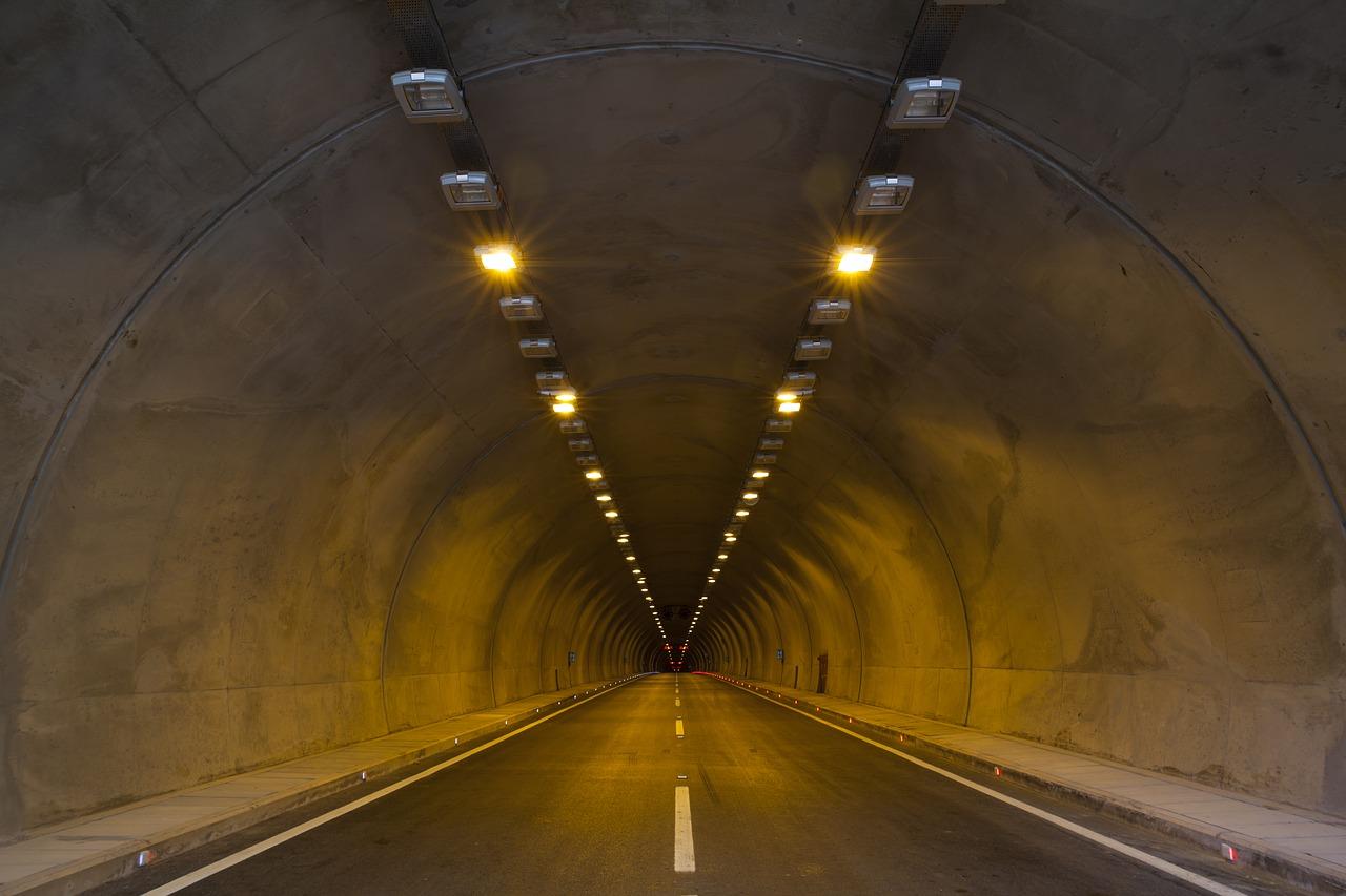 宮ケ瀬湖のトンネル!霊に引っ張られそうになった恐怖のツーリング