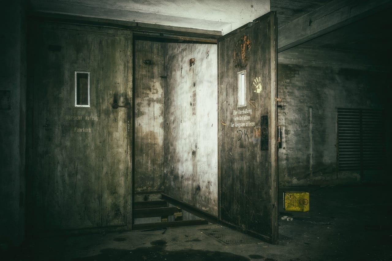 11階で止まったエレベータに乗ったもの