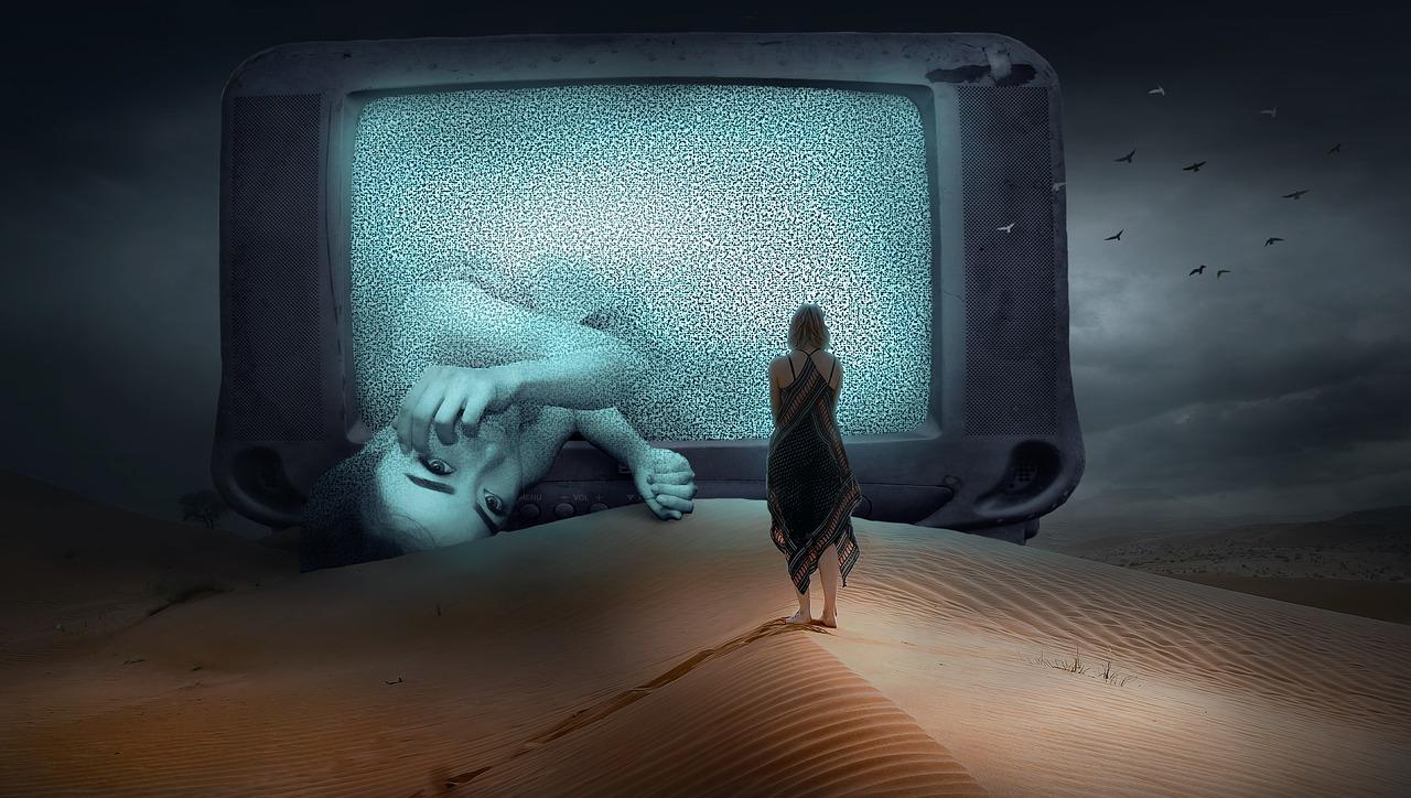 ブラック企業の深夜残業で泣センパイに取り憑いた女の霊