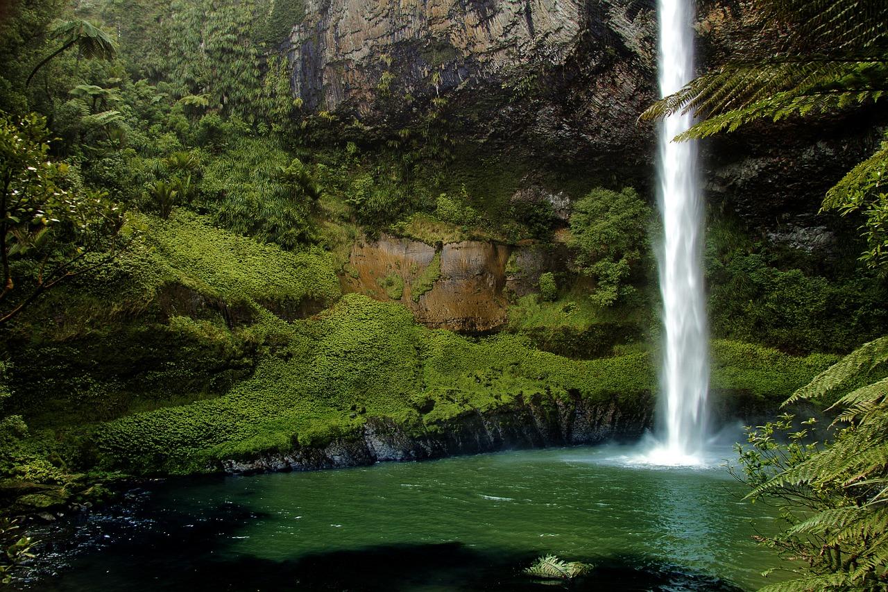 宮崎県『関之尾滝』の霊!楽しいはずの家族旅行で見知らぬ同行者が…