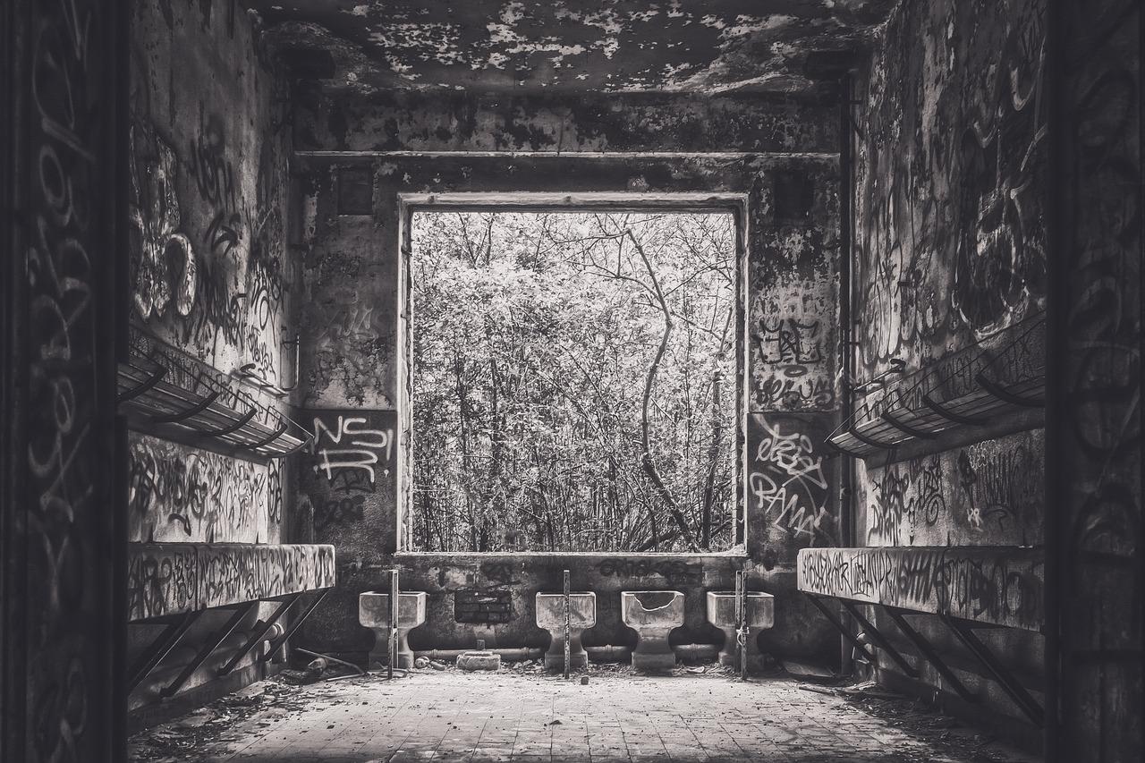 箱根のリゾートバイト先での心霊体験、真夜中の駅で見たものは・・・