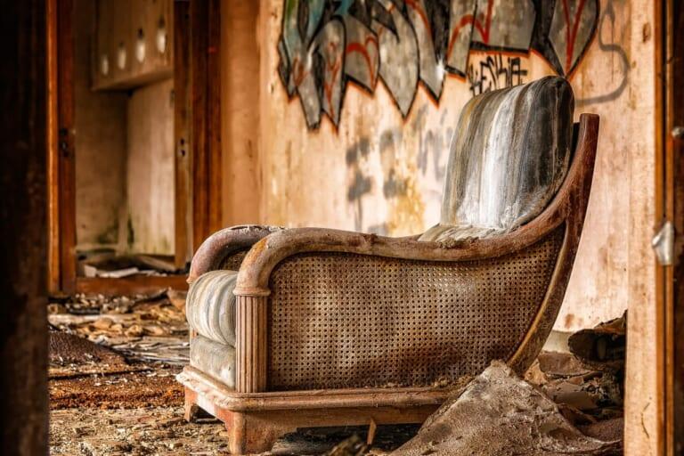 霊に呪われた椅子